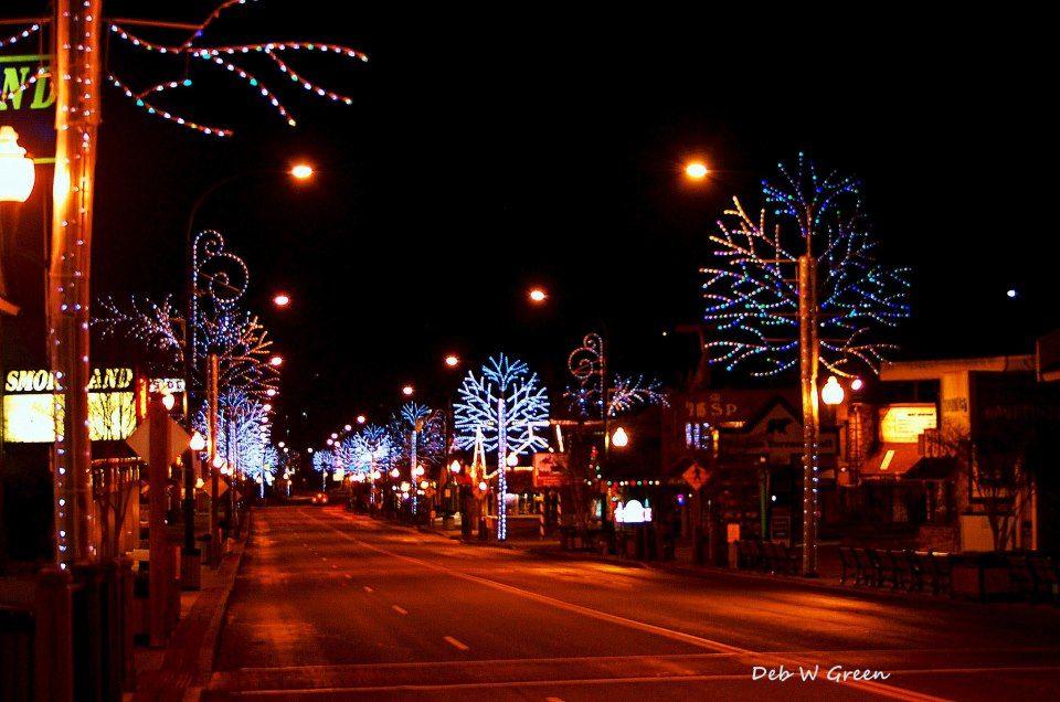 Gatlinburg Tn Christmas Lights.Christmas Lights On In Gatlinburg Deb W Green Photography