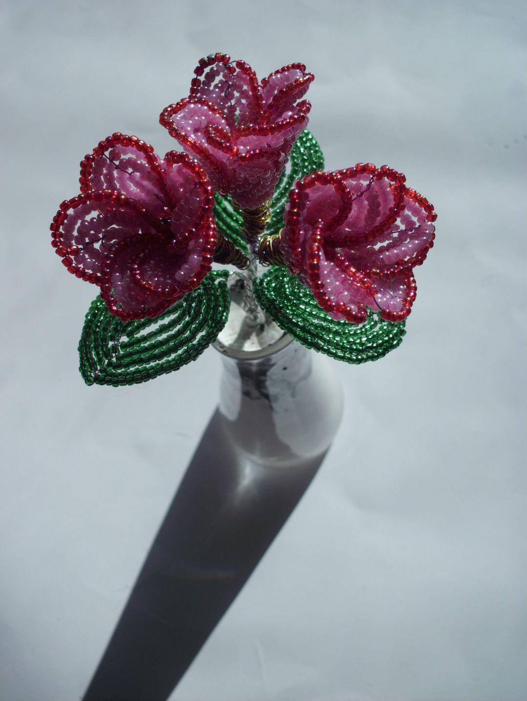 pour noel offrez ce vase lanc garni d 39 une composition de trois fleurs roses fleur rose