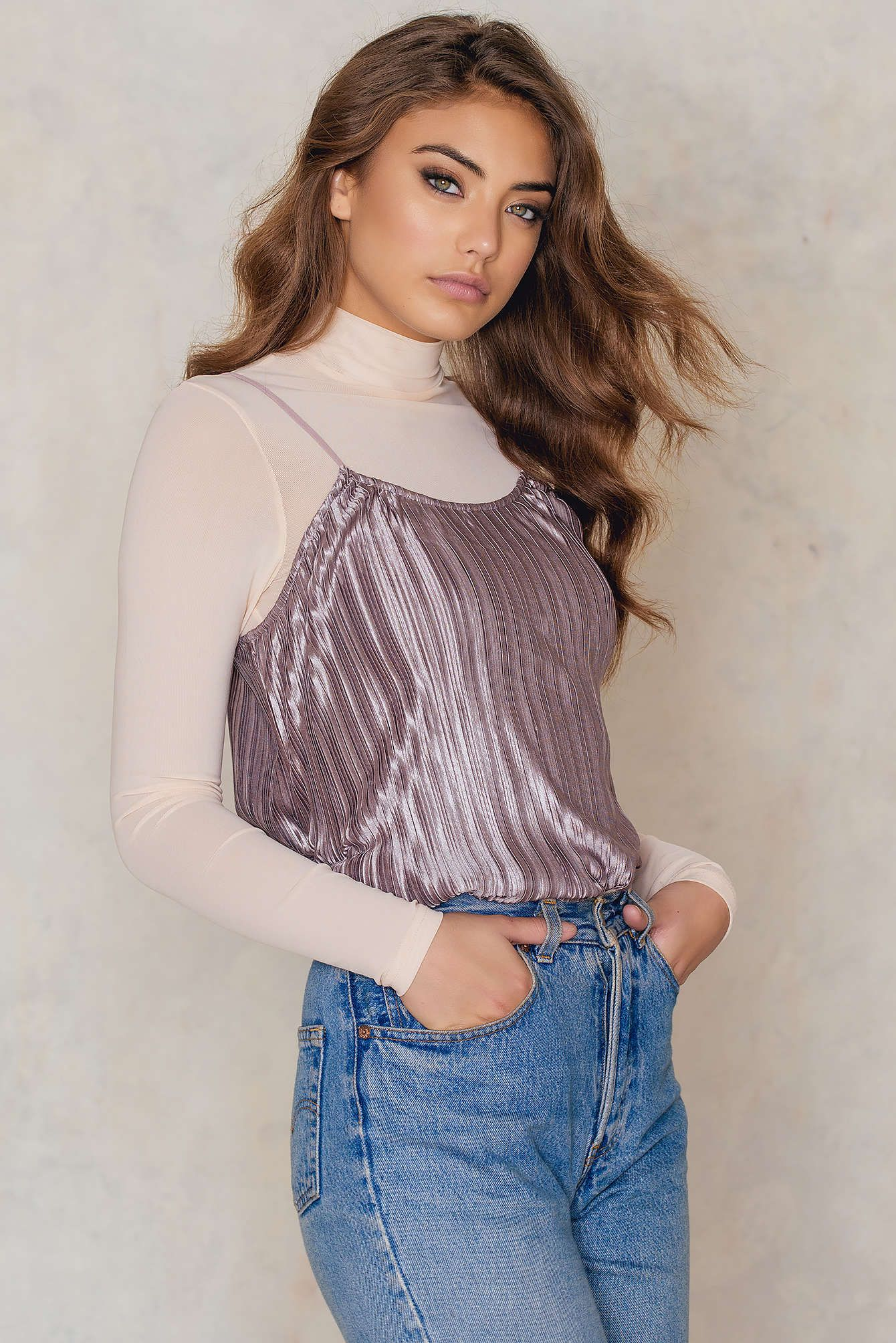 Shine bright like a diamond in this beauty! The Pleated Cami Top by Glamorous comes in dusty lilac and features a pleated shiny fabric with thin spaghetti straps. Style this babe with black culottes and sky high heels!