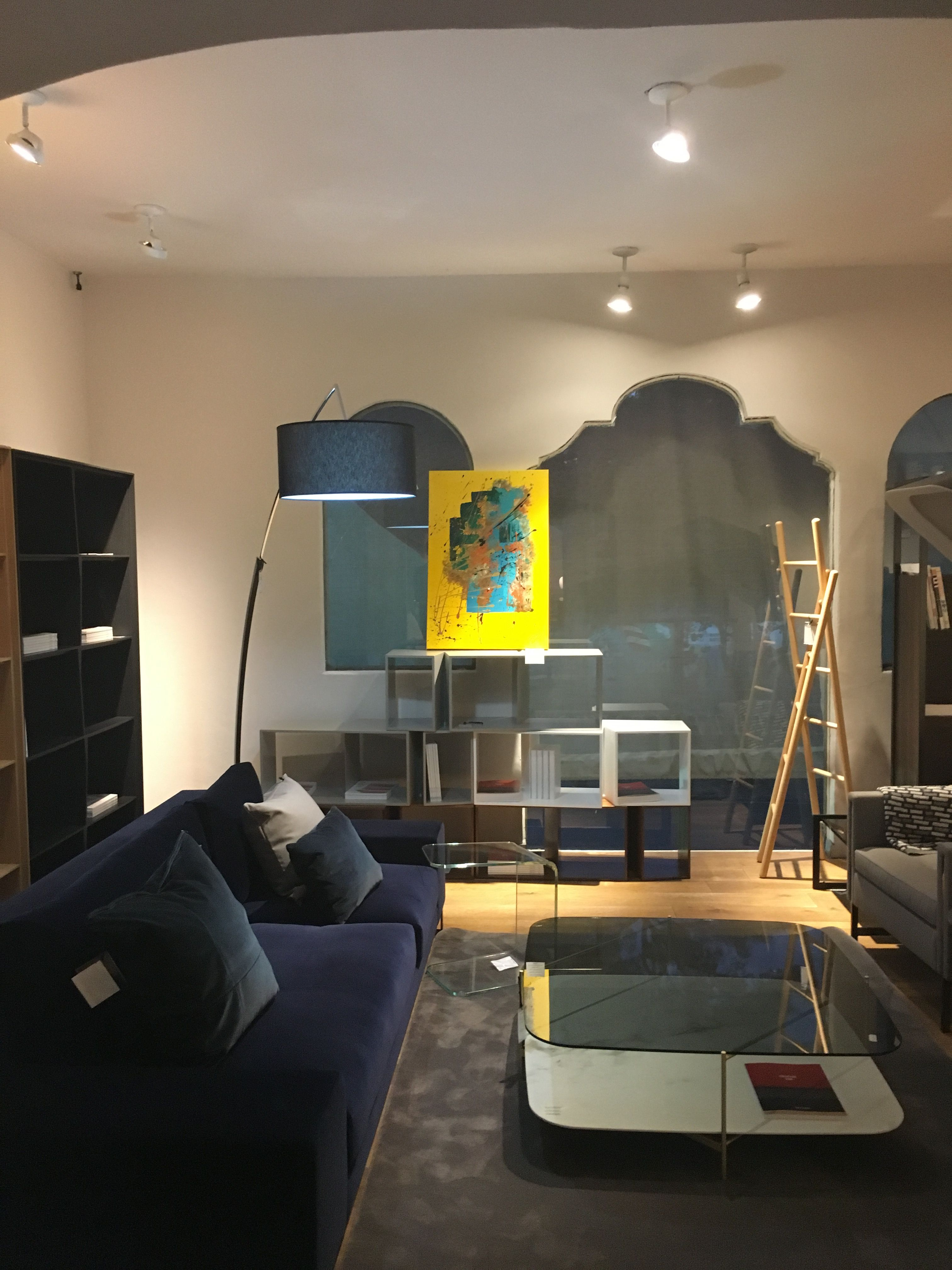 Ligne Roset México- showroom MIDCENTURY DESIGN
