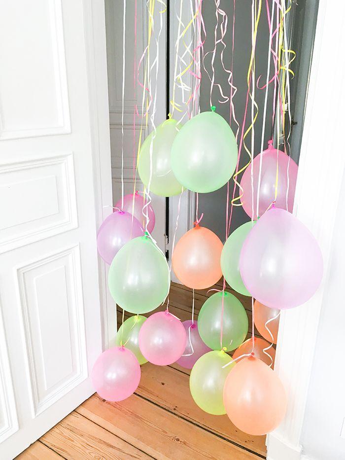 Der Kleinkinder Party Klassiker Einen Türrahmen Voller Luftballons Gab Es  Beiu2026