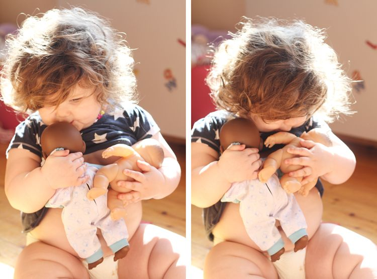 Cuteness and Sweetness overload!  She's nursing TWO babies, kissing one so sweetly on the head...and OH those squishable thighs >3