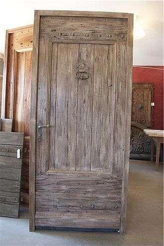 Decapare una porta - Porta in legno chiaro decapata | Lighting e Legno