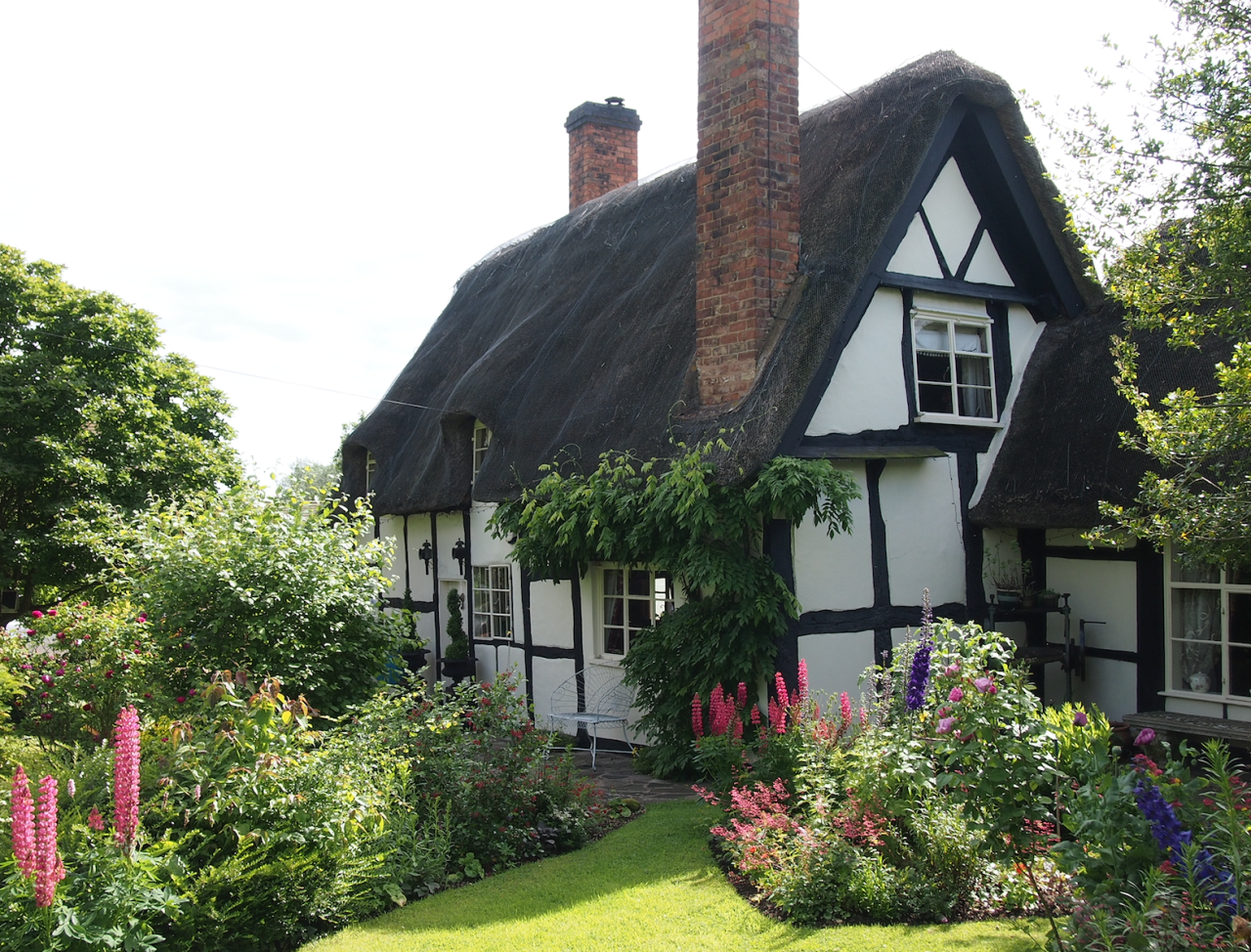 This Idyllic English Cottage Couldn T Be More Charming Thatched Cottage Romantic Cottage English Cottage