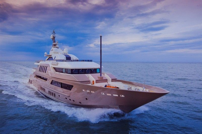 The Most Spectacular Yacht In The World With Indoor Pool Aquarium And World S First Floating Garage Boat Luxury Yachts Yacht