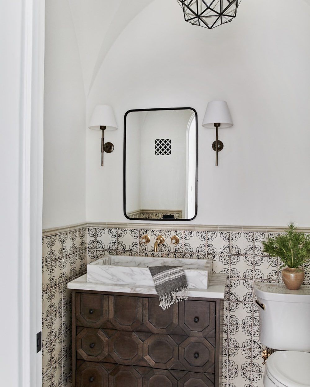 All Sorts Of On Instagram A Daily Reminder To Wash Your Hands On This Selfcaresunday Design Am In 2020 Spanish Style Bathrooms Bathroom Styling Spanish Bathroom