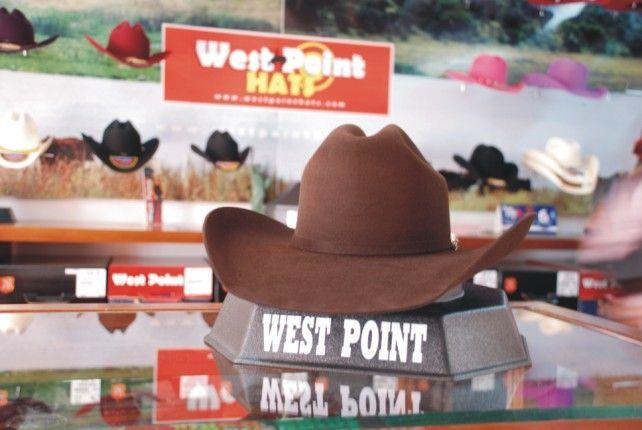 55eb7fb2b1  Texana Chocolate  cowboy. Encuentra este Pin y muchos más en Texanas (Felt  Hats)