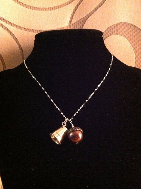 Peter Pan and Wendy kisses necklace