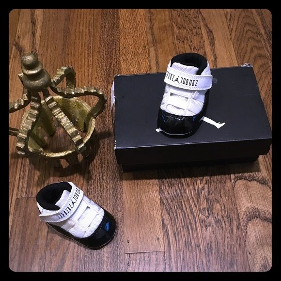37fbc3ef911283 RESERVEDJordan retro 11 infant concord XI crib Excellent condition worn 3x  box not included. Collector baby Jordan s retro 11 concord black   white  crib ...