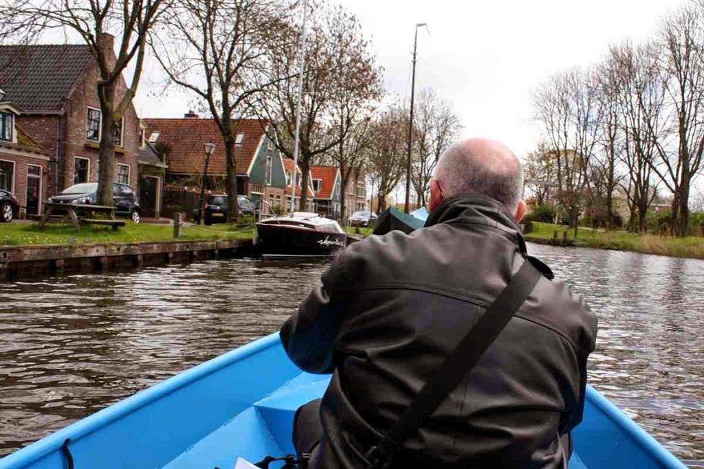 Edam - Das Käse-Dorf vom Wasser aus sehen  ... #edam #kanal #holland #niederlande #frühjahr