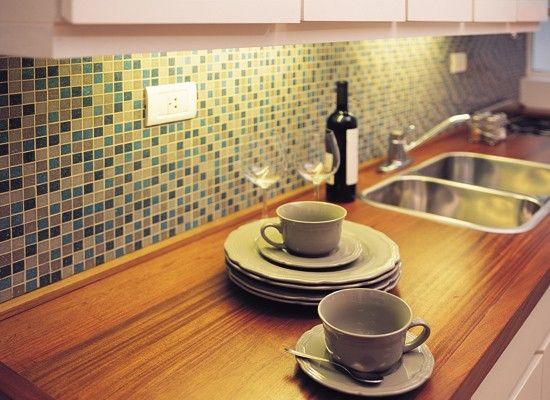 Cocinas modernas peque as con venecitas buscar con for Revestimiento de banos con guardas