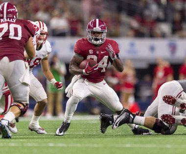 A Photo Focus On Alabama S Running Backs Coming Up Big For Coker Bateman Running Back Kenyan Drake Photo Focus