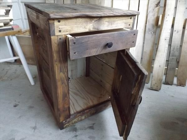DIY Pallet Wood Side Table