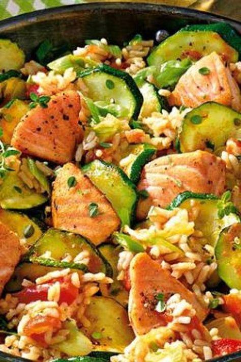 Leichtes Alltagsgericht Lachspfanne mit Zucchini schnelle Küche