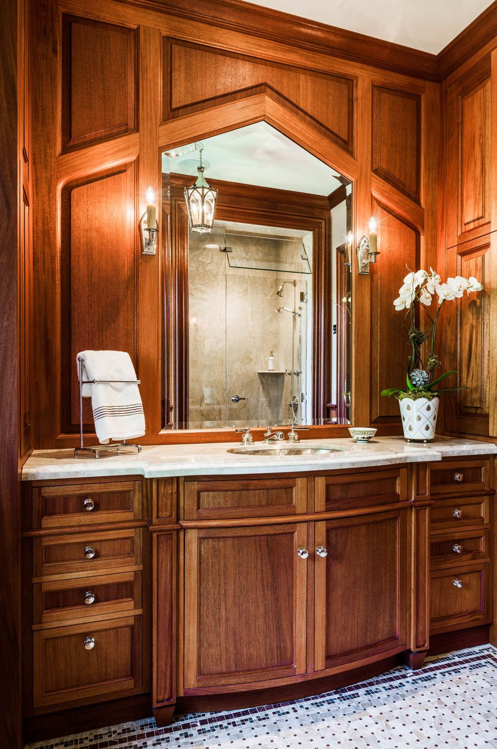 Rich Wood Panelled Rooms: Rich, Detailed Wood Paneling Create A Beautiful Vanity
