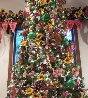 sunflower christmas | Perennial Passion: Sunflower Gingerbread Man Christmas Tree #sunflowerchristmastree sunflower christmas | Perennial Passion: Sunflower Gingerbread Man Christmas Tree #sunflowerchristmastree