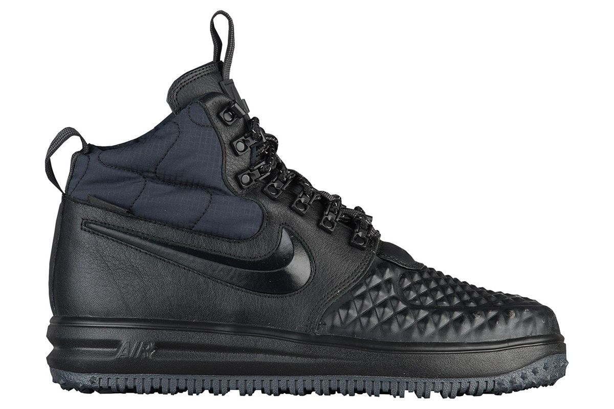Nike Sportswear has updated the design of the Lunar Force 1 Duckboot for  The design starts on the same rugged sole as the original. However, the uppe
