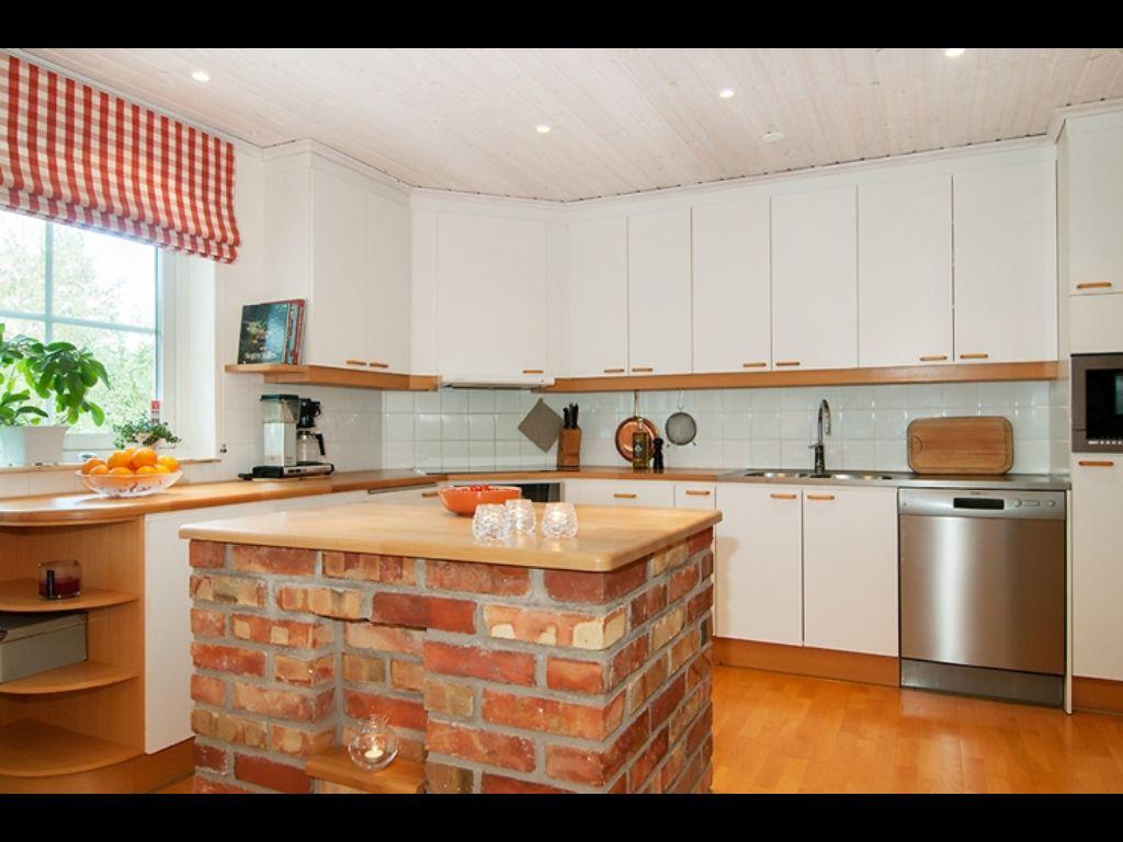 love the brick kitchen island http://www.hemnet.se/bostad/villa-6rum