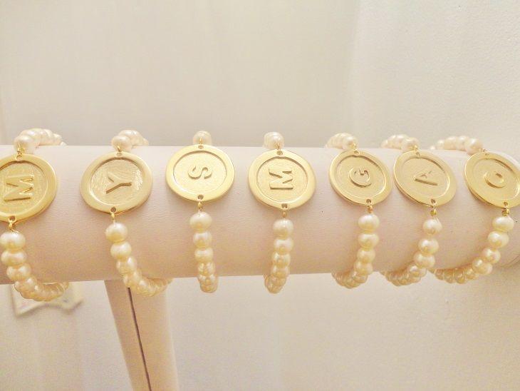 Pulseras perla de rio con inicial