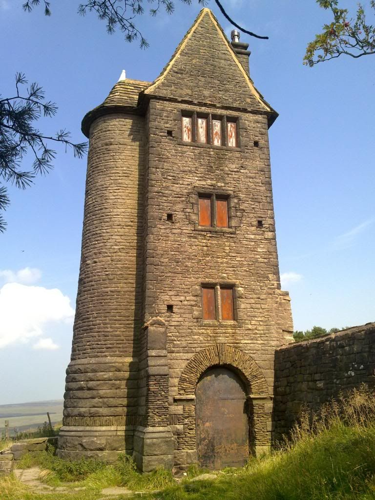 Ancestry on pinterest plantagenet elizabeth woodville - The house in the old franciscan tower ...