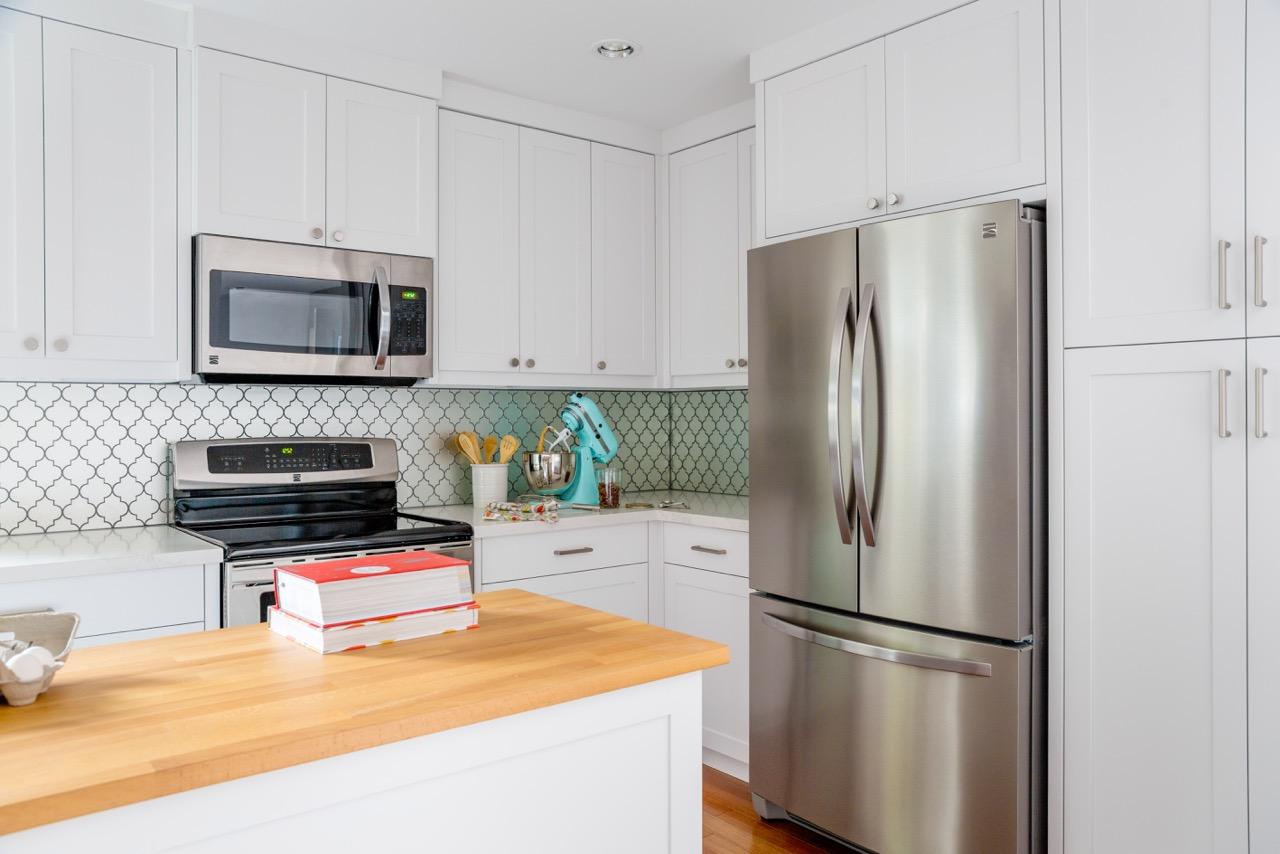 Lynn Donaldson & Associates // White Kitchen Cabinets // White ...