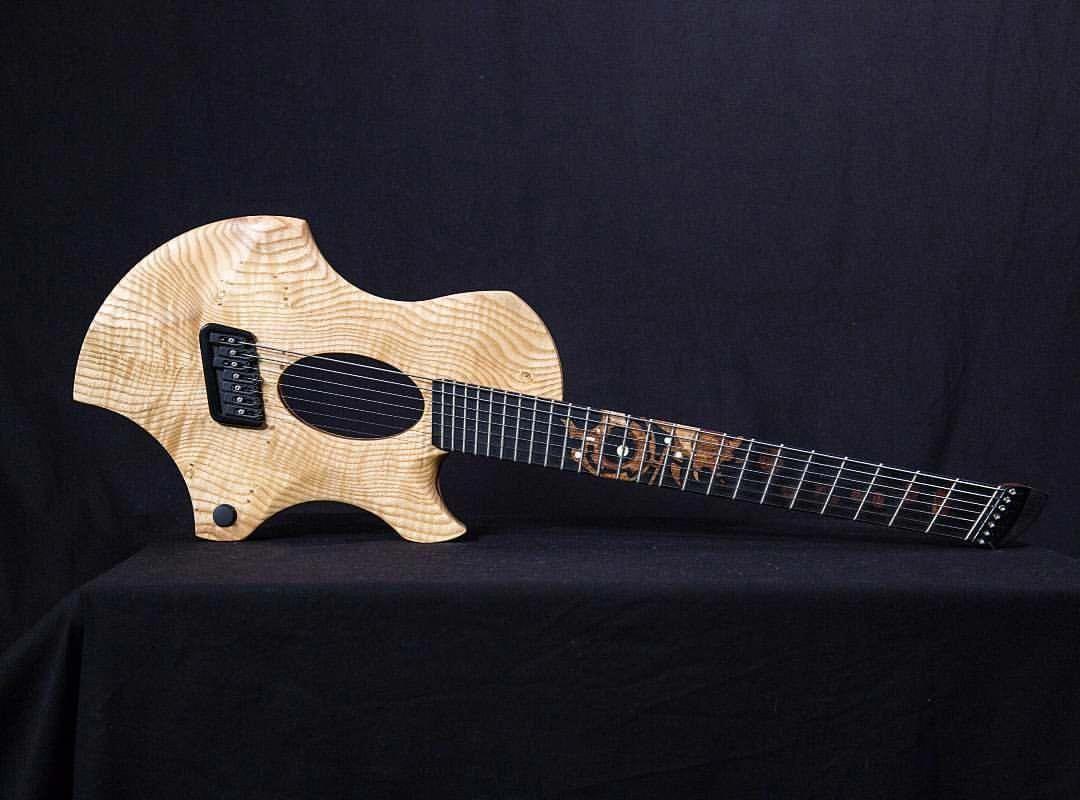 Travel Guitar Fender Travel Guitar Headphone Amp Guitarrista Guitarsdaily Travelguitar Guitar Boutique Guitar Bass Guitar Lessons