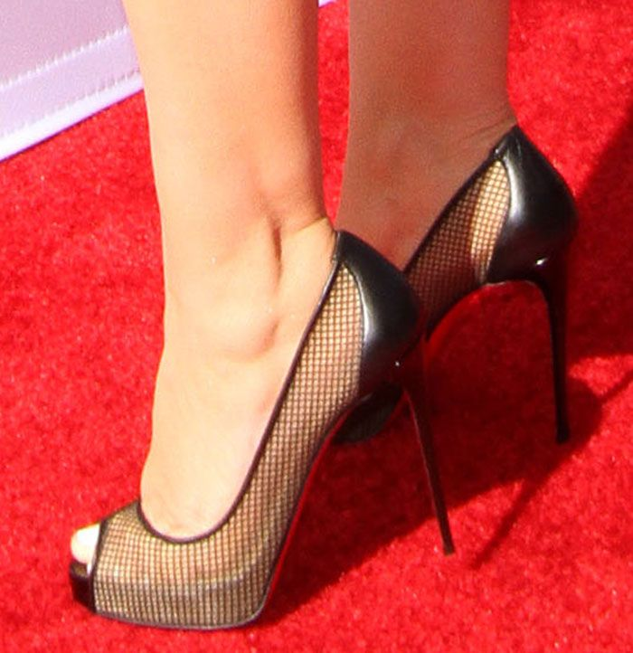 new styles 465c9 66eb3 Christina Aguilera in Christian Louboutin pumps | Christian ...