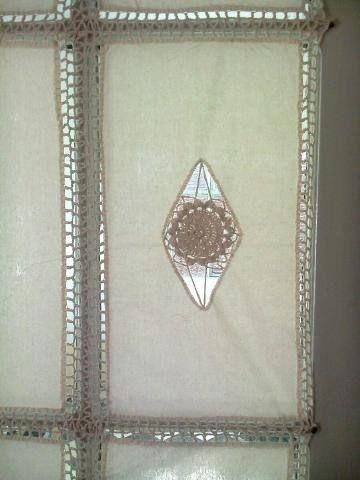 Manteles y cortinas de tela y crochet buscar con google visillos pinterest cortinas de - Telas para visillos cortinas ...