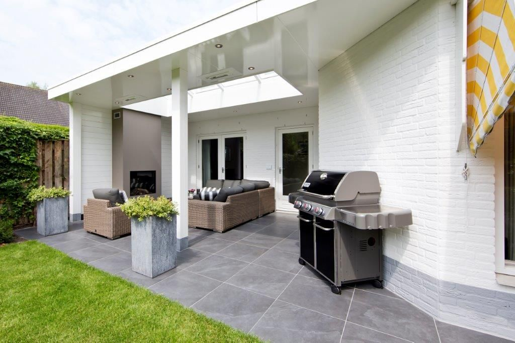 Beste Houten veranda met sfeerhaard en lichtstraat   Veranda open haard UO-84