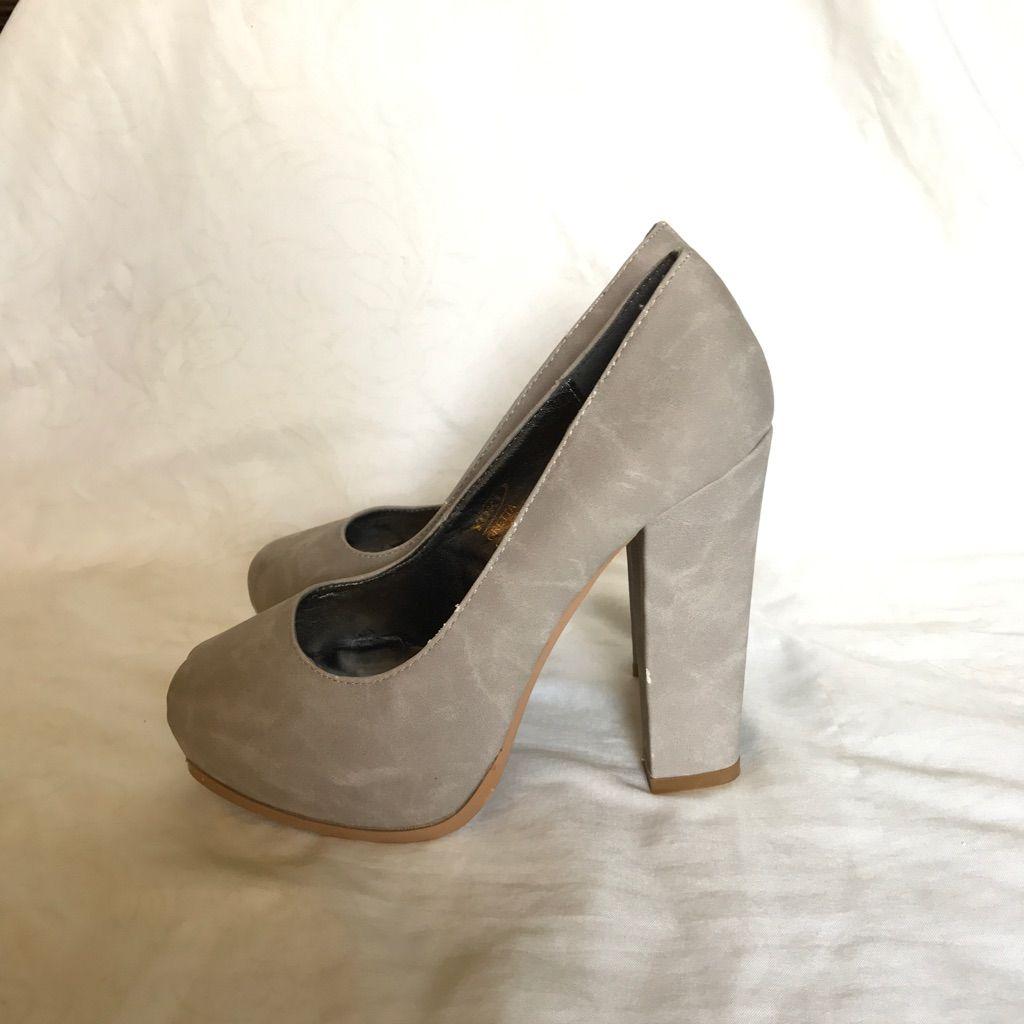 Grey platform pumps. Chunky heel. in