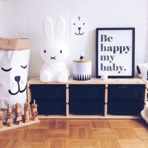 Ce Qui Me Plait C Est Les Bacs Noirs Du Meuble Trofast Meuble Trofast Decoration Chambre Enfant Deco Chambre Enfant