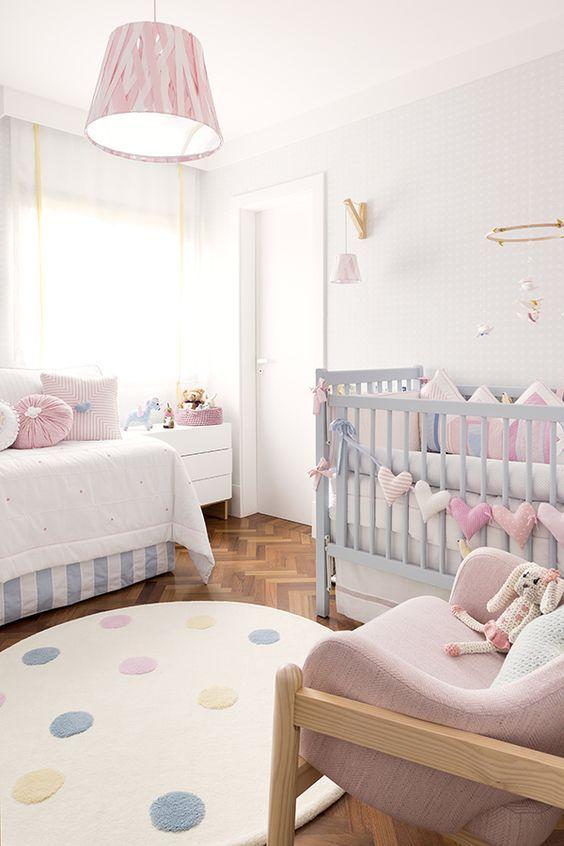Une douce #décoration pour la #chambre d\u0027un #bébé #rose #blanc #bleu