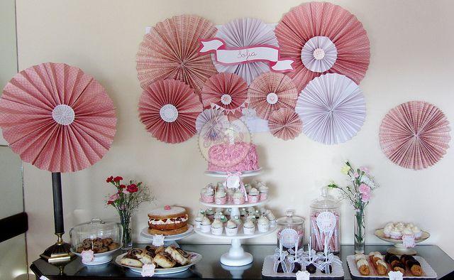 Rosetas de papel para decorar party pinterest fotos - Papel para decorar pared ...