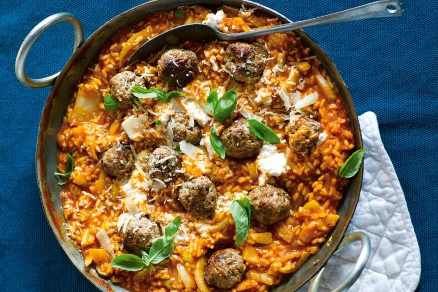 Voor deze Italiaanse schotel met gekruide worst loopt iedereen warm - Recept - Allerhande