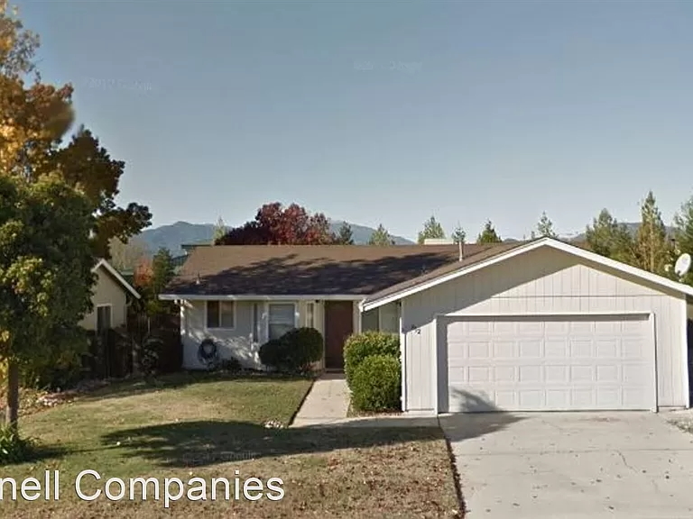 812 Springer Dr Redding Ca 96003 Zillow Zillow Renting A House Landscape Services