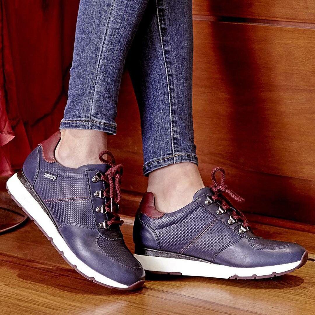 083314e28 Zapatos para mujer en color azul marino. Características con cordones