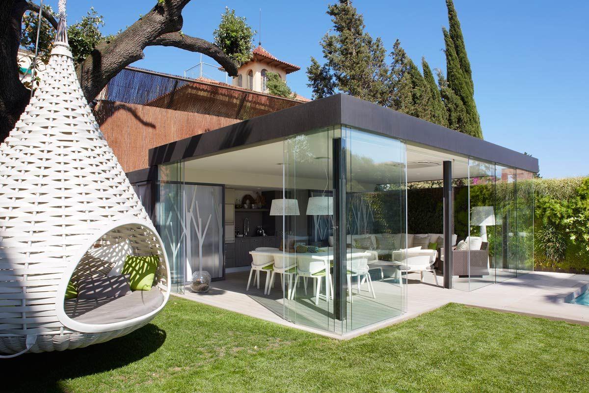 Arquitectura exterior jardin urbano 03 quincho vidriado for Decoracion exterior jardin contemporaneo
