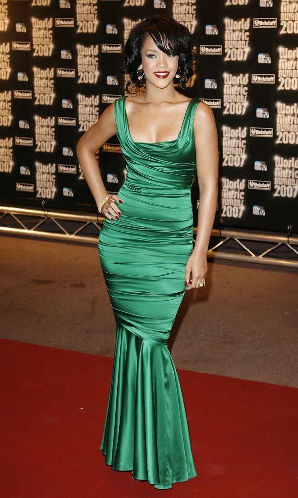 Rihanna de D&G | Rihanna red carpet dresses, Red carpet ...