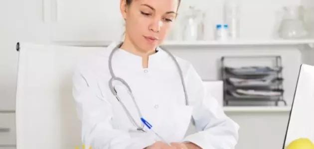 أفضل دكتورة نساء بالرياض لعلاج الالتهابات Lab Coat Coat Jackets