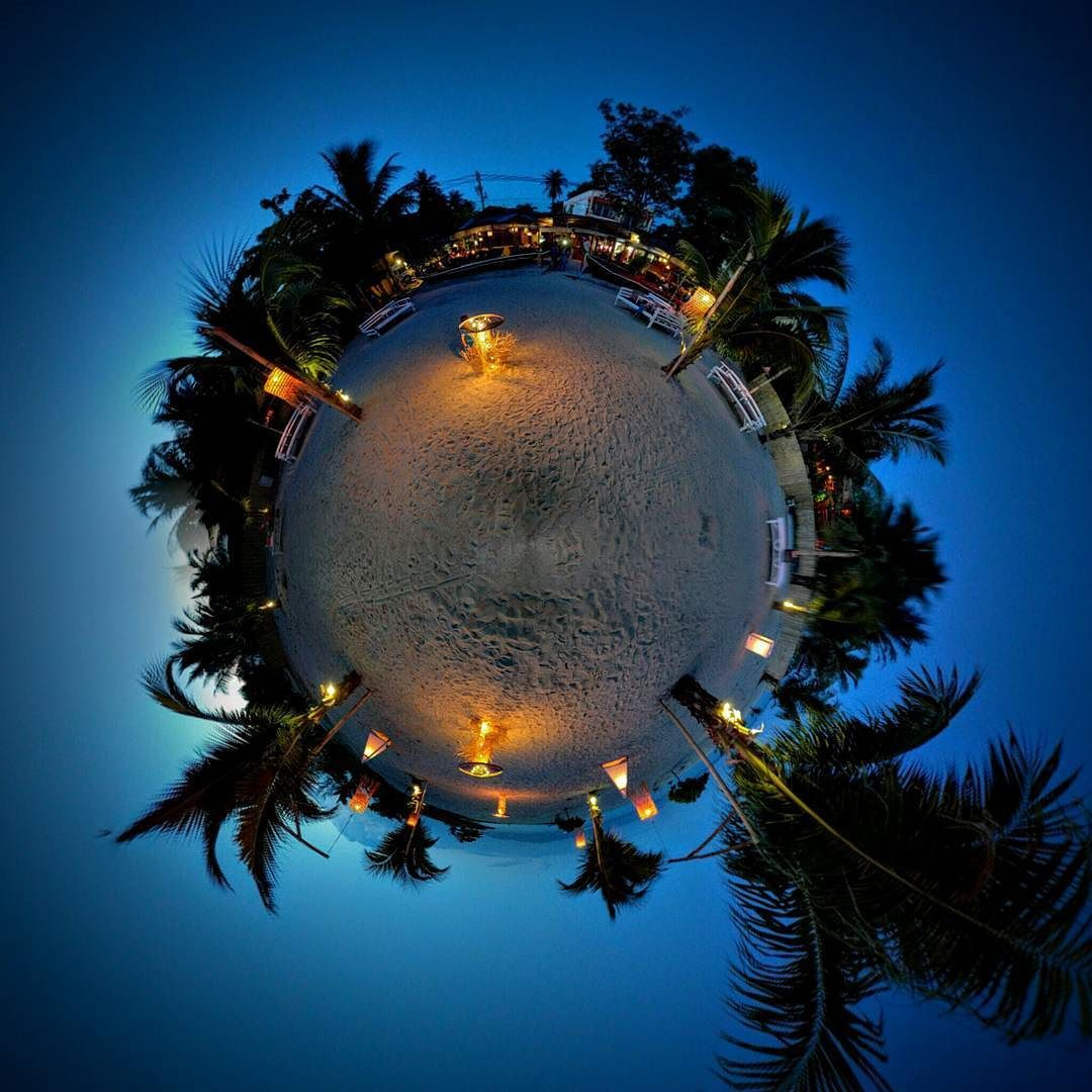 Lovely evening in Fisherman's Restaurant. #night #light #evening #chillin #tinyplanet #palmtrees #resturant #thailand #kohpangan #pangan #summer #photoftheday #beautiful