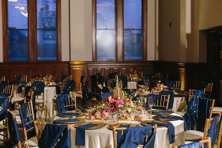 Travel themed wedding reception in navy blue and gold | fabmood.com