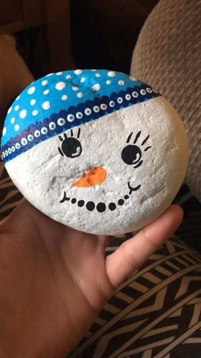 Super Cute DIY Christmas Crafts For Kids To Make - Painted Rocks #dollarstores