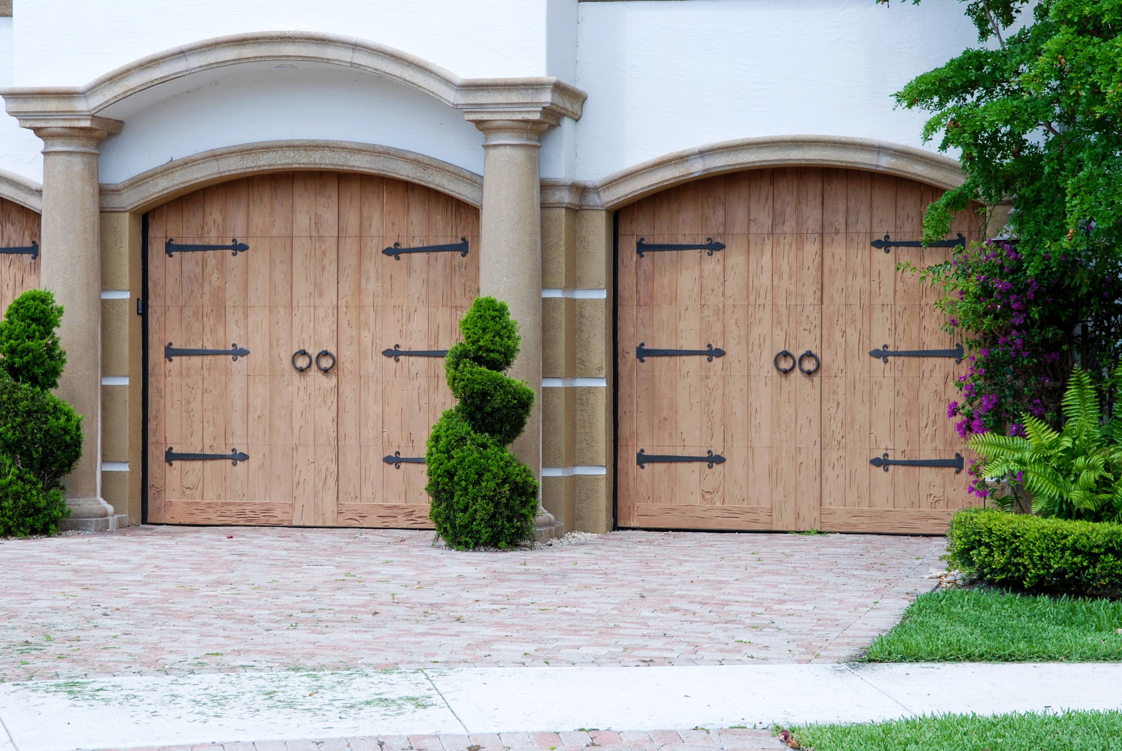 Pecky Cypress Classica Series Model 200 With Ring Pull Tuscan Hardware Fatezzi Fauxwood Garagedoo Garage Doors For Sale Faux Wood Garage Door Garage Doors