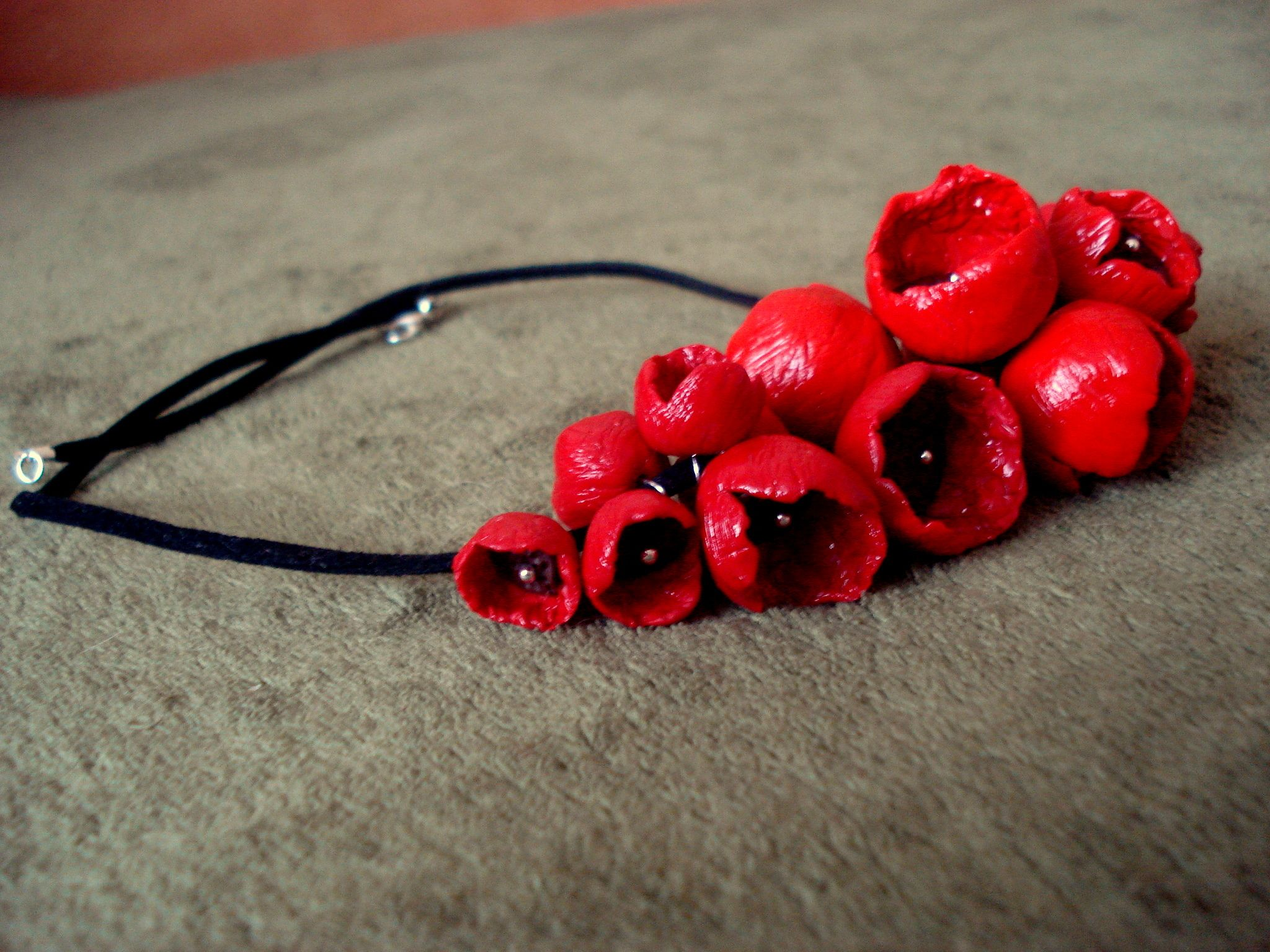 Neclace with polymer clay ppppy flowers  http://www.livemaster.ru/deroth?view=profile