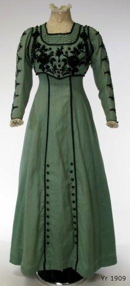 1909 dress via leschosesdelicates.blogspot.com.