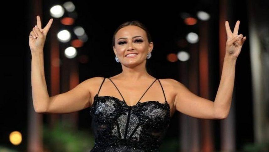 خطوبة بشرى في حفل ختام مهرجان الجونة السينمائي Women Fashion Women S Top