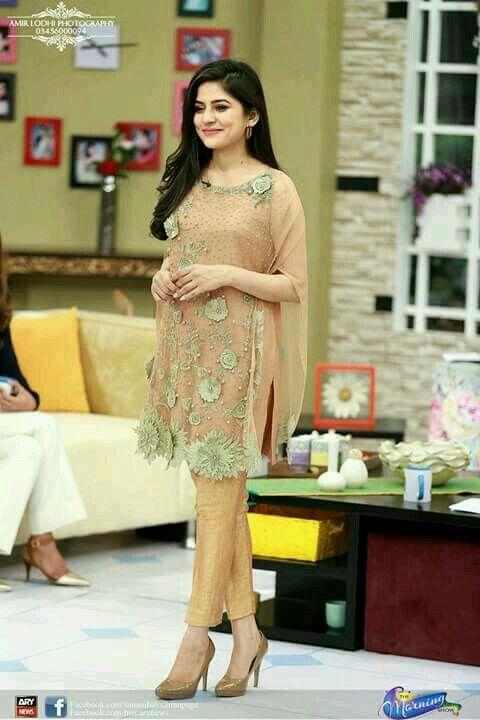 Pin By Maheen On Stylish Party Wear Fashion Pakistani Formal Dresses Pakistani Outfits