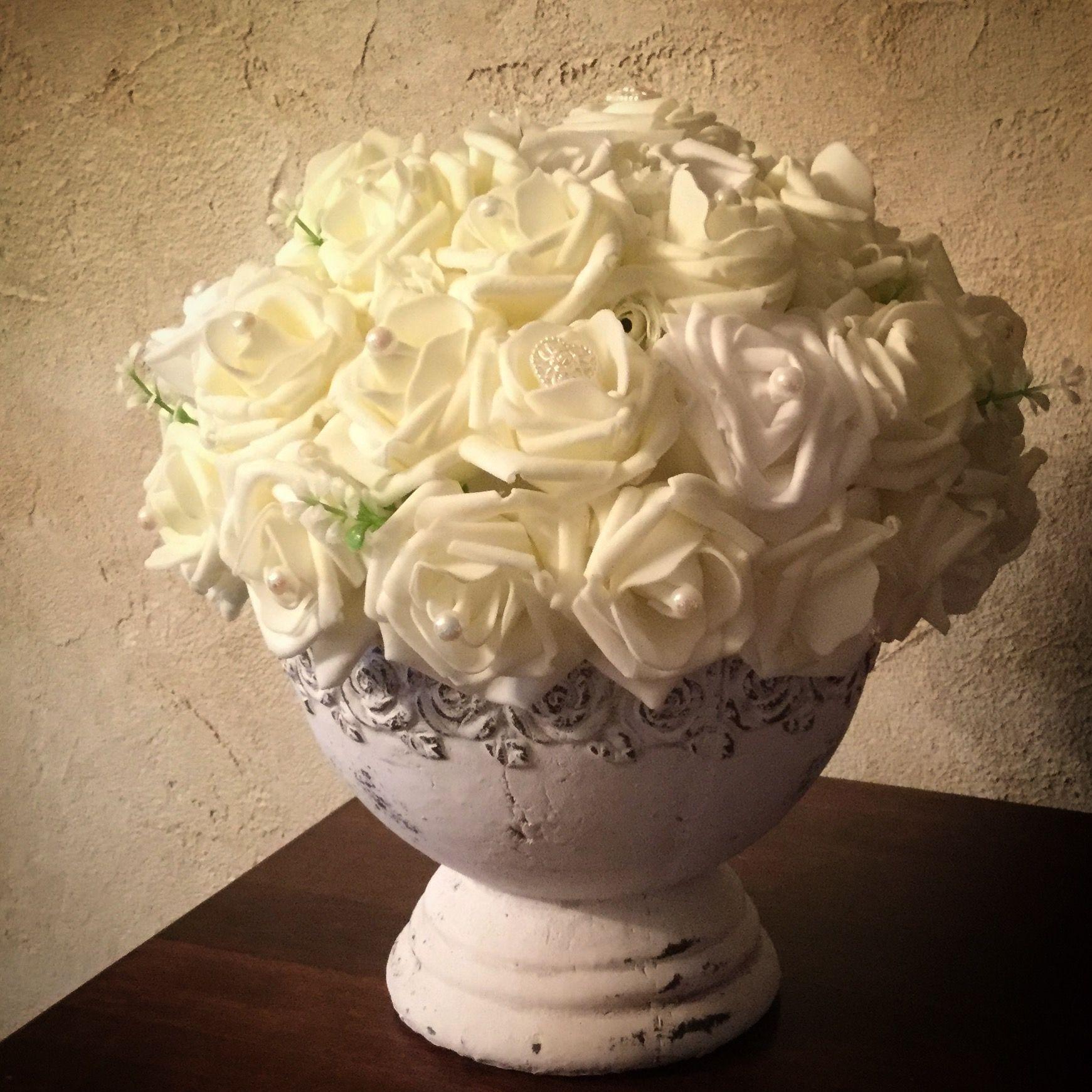Blumengesteck Runder Tisch Cremefarbene Rosen Mit Perlen 40