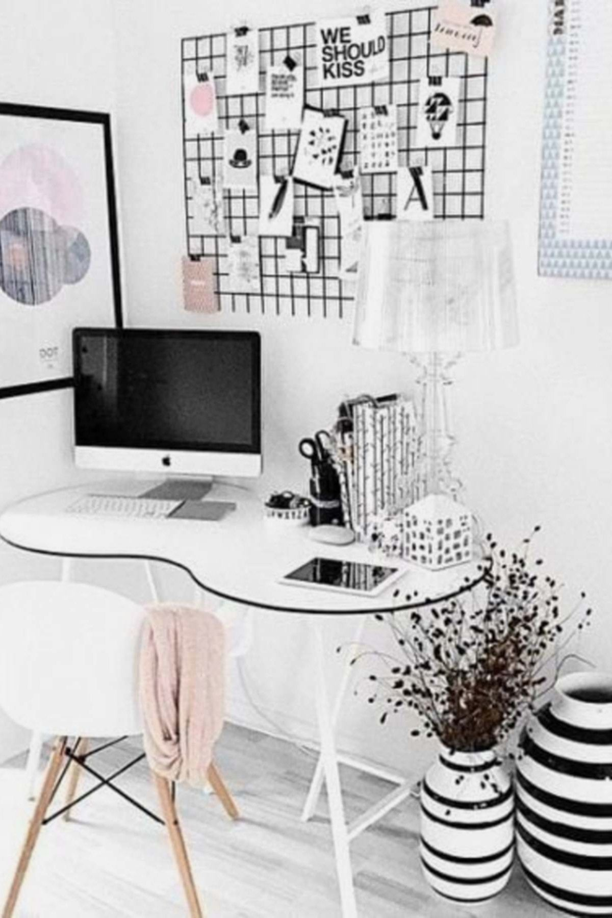 Home Office Ideas For Women On A Budget Who Want An Organized Feminine Workspace At Home Home Office Decor Home Office Space Small Home Office