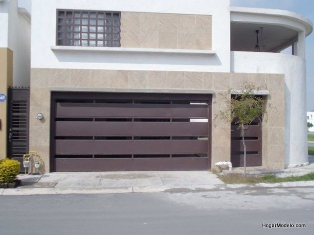 Puerta de cochera contempor nea de herrer a con barrotes - Puertas automaticas para cocheras ...